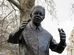 800px-Nelson_Mandela_statue,_Westminster